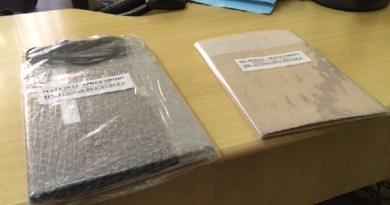 Foram apreendidos vários documentos e ainda um computador (Foto: Adonias Silva/G1)