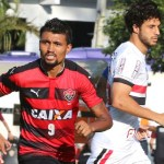 São Paulo cai no Barradão e fica mais perto da zona da degola