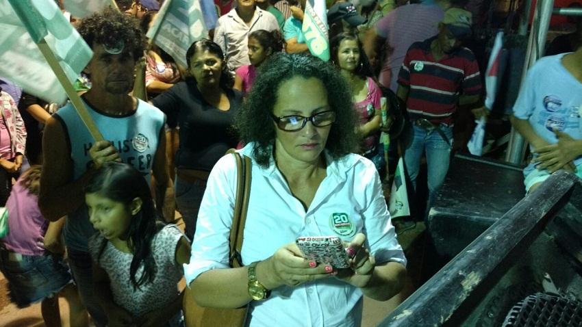 Mulher é presa com faca em comício no Pires de Lima