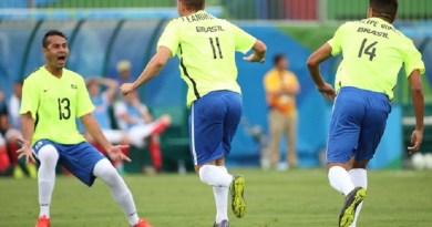 Brasil Grã-Bretanha futebol de 7 Paralimpíada (Foto: Cleber Mendes/MPIX/CPB) Descrição da imagem: Leandrinho (11), Maycon (13) e Felipe Gomes comemoram o 1º gol (Foto: Cleber Mendes/MPIX/CPB)