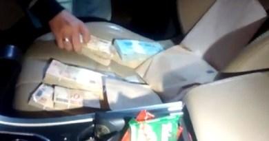 Dinheiro que supostamente seria para pagamento de propina foi encontrado no carro de Luiz Alberto Mantilla (Foto: Polícia Federal/Divulgação)
