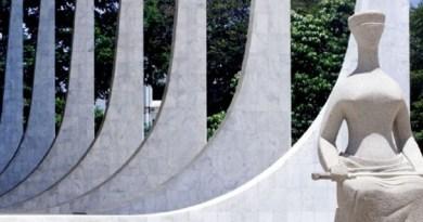 estatua-simbolizando-a-justica-em-frente-a-sede-do-supremo-tribunal-federal-stf-na-praca-dos-tres-poderes-em-brasilia-df-1385554192928_615x300