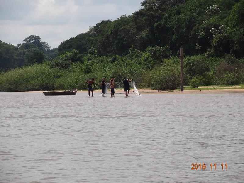 Malhadeira usada para pesca. Os fiscais ambientais do Município de Novo Progresso orientaram os pescadores que é proibido caso sejam pegos novamente será apreendido.