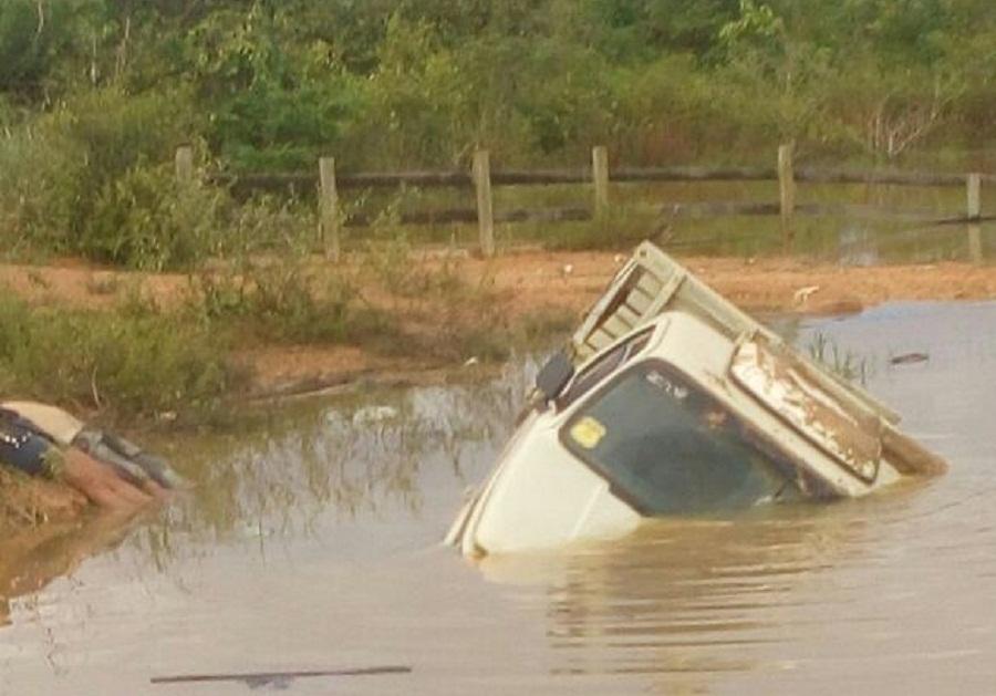 Motorista perde controle cai com carro em lagoa e morre na Transgarimpeira
