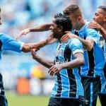 Grêmio vence Coritiba na Arena e segue na cola do Timão