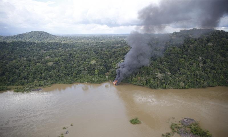 Balsa destruída no rio jamanxim(Foto Divulgação Ibama)