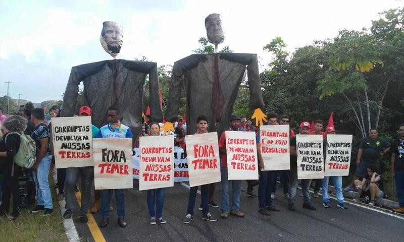 Protesto reúne mais de 300 pessoas em Alcântara (Foto: G1 Maranhão)