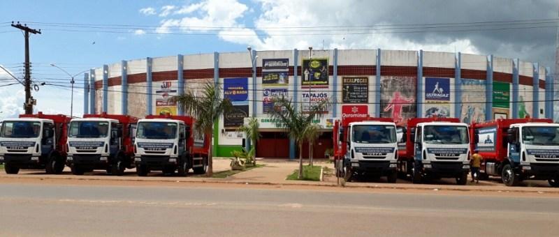 Veículos ficaram visível ao publico a rodovia Transamazônica em Itaituba