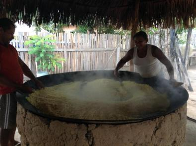 Quilombolas no processo de fabricação da farinha
