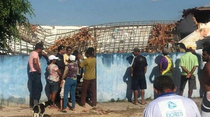 Resultado de imagem para Caixa d'água desaba sobre escola e mata três crianças em Sergipe