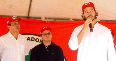 Namorado de Fátima Bernardes critica Tiririca nas redes
