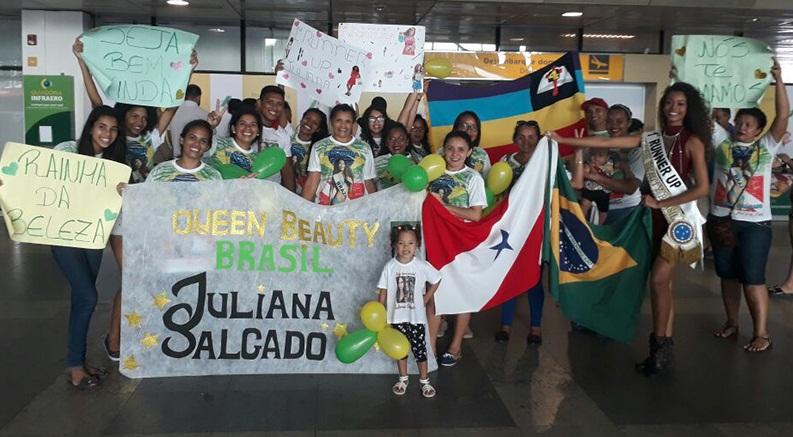 Ela foi recebida com festa no aeroporto de Belém. (Foto: Reprodução/Facebook)