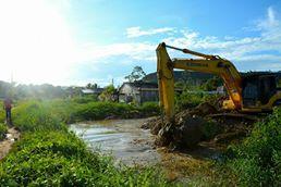 Serviço de escavação (Foto Jossi Santos)