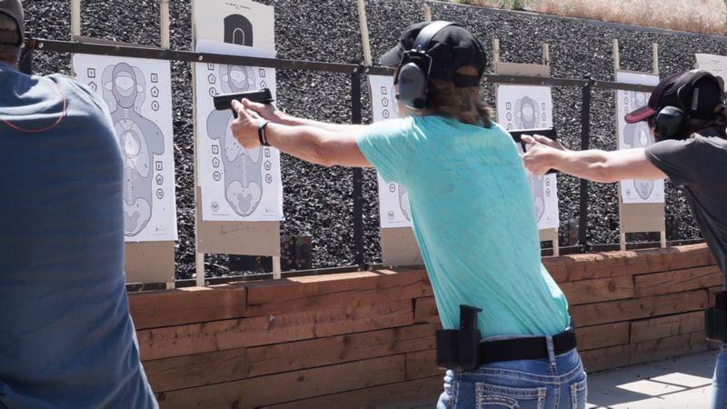 Image caption Em treinamento no Colorado, funcionários têm antecedentes analisados antes de iniciarem o curso | Foto: Faster/Divulgação