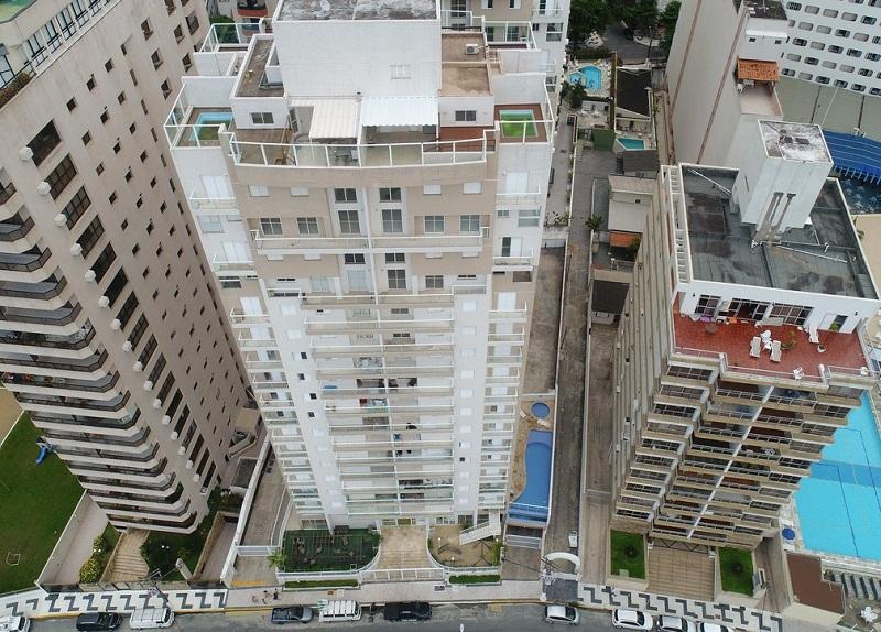 Foto de 17 de janeiro de 2018 mostra o prédio de luxo Solaris, onde está localizado o triplex do caso do julgamento de Lula, na praia de Astúrias, em Guarujá, a cerca de 90 km de São Paulo (Foto: Andre Penner/AP)