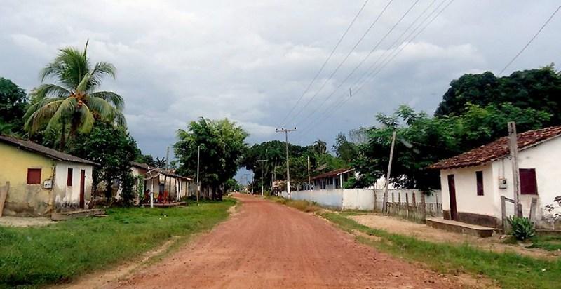 Rua e moradias em Capitão Poço com desconformidades urbanas