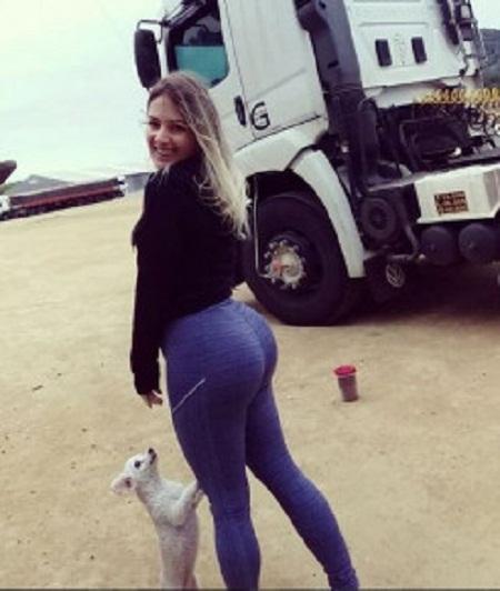 Aline Ouriques/Arquivo Pessoal caminhoneira