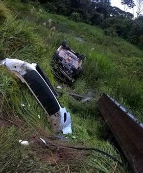 O Caminhão dirigido por Salitiel transportava um veiculo na carroceria com impacto ele foi arremessado e caiu na ribanceira.