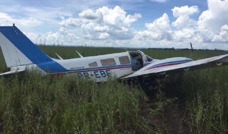 Bimotor tinha saído da Bolívia e foi forçado a pousar em uma estrada próxima à cidade de Tangará da Serra (Foto FAB / Divulgação) - Aeronave pousou próximo à cidade de Tangará da Serra.