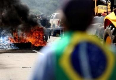 Protesto barra entrada de caravana e faz Lula cancelar evento em Passo Fundo(RS)
