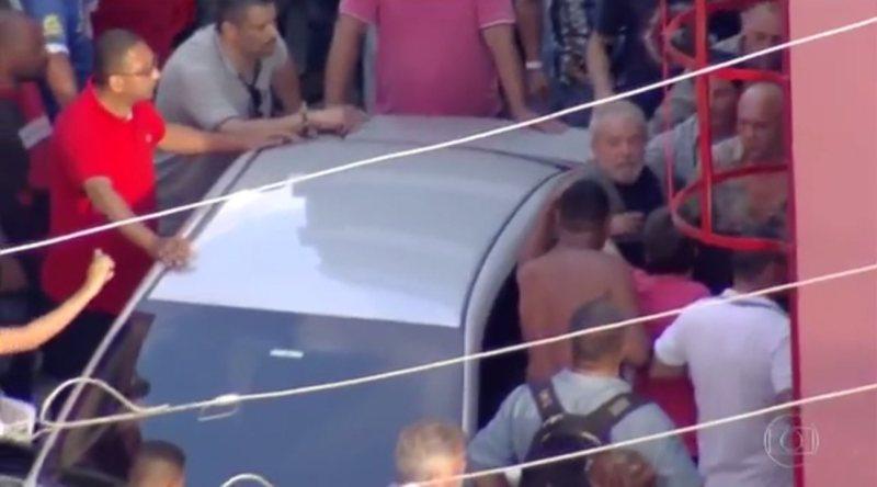 Militantes impedem saída de Lula do Sindicato dos Metalúrgicos