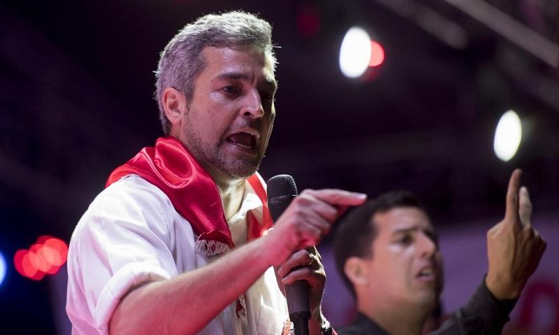 Mario Abdo Benitez durante campanha eleitoral em Itagua. (Foto: AFP/Eitan Abramovich)