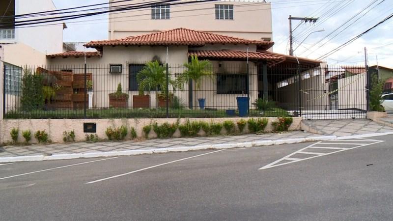 Casa da família, onde aconteceu em incêndio no Centro de Linhares, no Espírito Santo (Foto: Raphael Verly/ TV Gazeta)