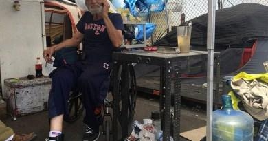 1-luis-concepcion-de-74-anos-vive-desde-2014-em-um-acampamento-para-agressores-sexuais-em-miami