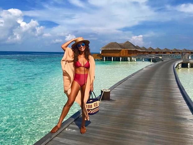 Juliana Paes ultra sensual de férias nas Maldivas — Fotos