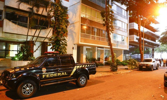 PF cumpre mandados no bairro do Leblon, Zona Sul do Rio, onde buscou pelo doleiro Dario Messer - Uanderson Fernandes / Agência O Globo