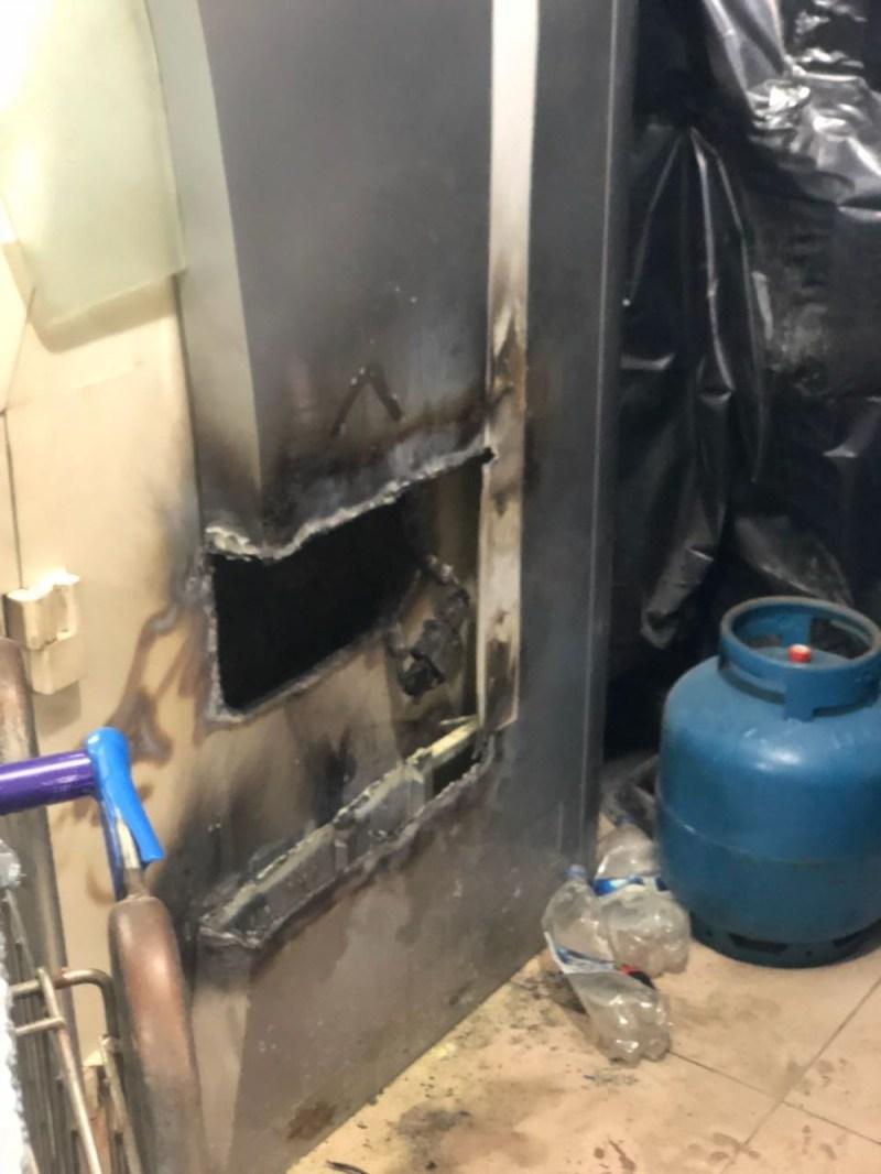 Os assaltantes arrombara a parte de trás do caixa eletrônico do Banpará, em supermercado de Itaituba, no sudoeste do Pará (Foto: Polícia Civil)