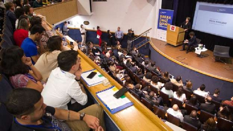 A ex-presidente Dilma Rousseff em palestra: Dilma falou em um auditório da London School of Economics (LSE) © Cynthia Vanzella / Divulgação Brazil Forum UK Dilma falou em um auditório da London School of Economics (LSE)