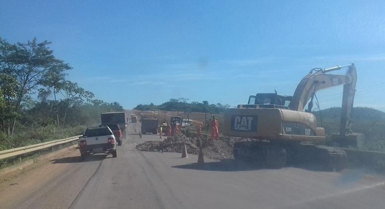 Fratello realiza tapa buraco na rodovia BR163