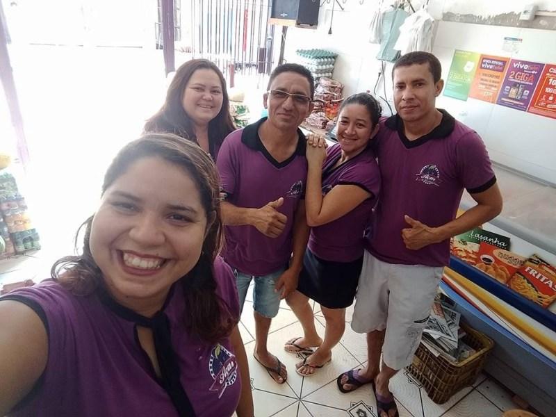 Odivaldo, 'dono' da Manancial, aparece usando uniforme da empresa que pertence ao prefeito Antoniel. Foto: Via WhatsApp