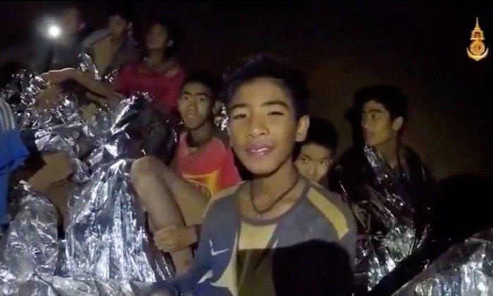 Meninos resgatados (Foto: O Globo)