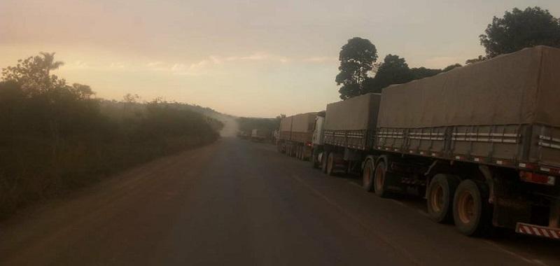 Carretas que transportam safra de grãos (soja,milho) do Mato Grosso aos portos do PA