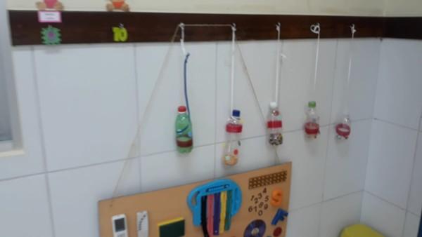 Ambiente adaptado na sala do berçário para estimular a motricidade dos bebês — Foto: Adriane Gisele/Arquivo pessoal