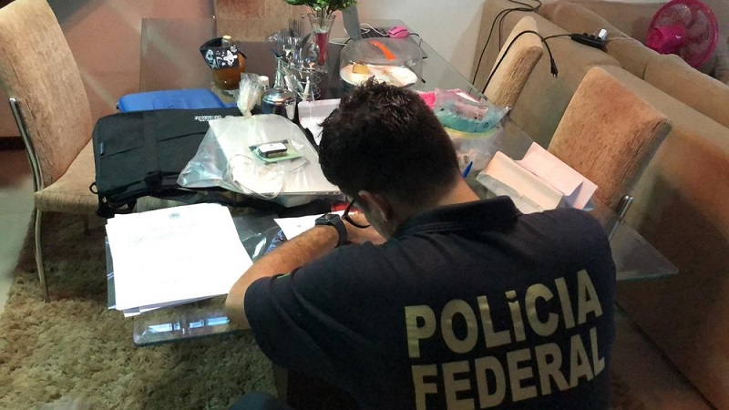 Polícia fez busca e apreensão na casa dos investigados. — Foto: Divulgação/ PF