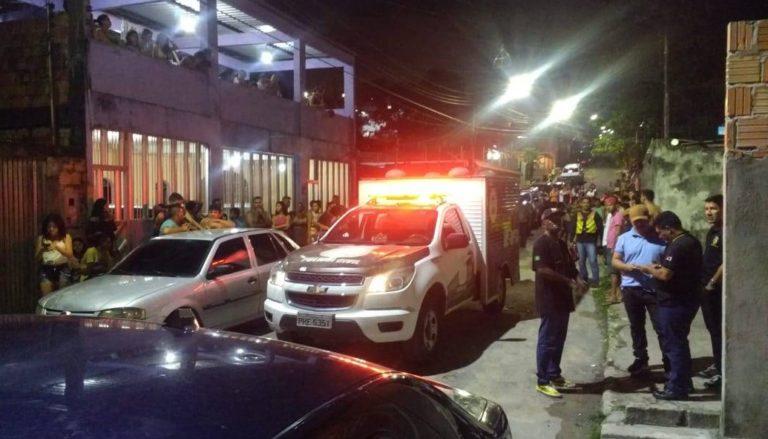 Polícia localizou os corpos em uma área na rua I do bairro Armando Mendes | Foto: Elias Pedroza