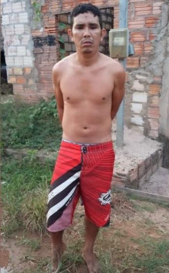 Solano Cardoso foi preso em flagrante em uma residência no bairro Caranazal — Foto: Polícia Militar/Divulgação Horas depois do crime, o homem estava em uma rua do bairro Caranazal e ao ver um policial que estava indo trabalho, o jov