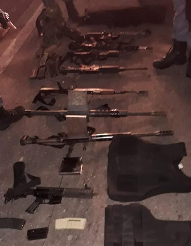Polícia apreendeu armas e munições que estavam em poder dos bandidos — Foto: Divulgação/Polícia