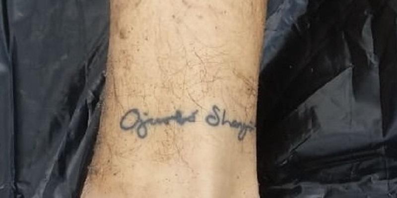 Perna esquerda da vítima possui uma tatuagem, mas a leitura está comprometida Perna esquerda da vítima possui uma tatuagem, mas a leitura está comprometida (Divulgação / Polícia Civil)