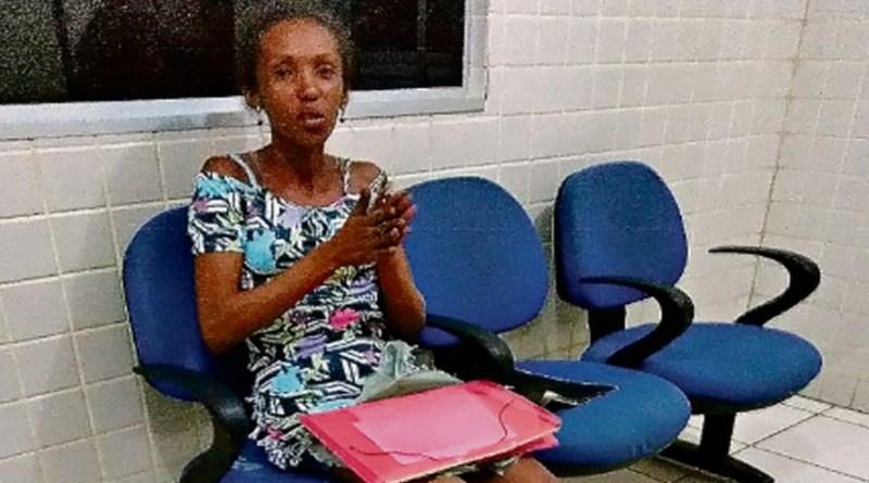 O corpo foi encontrado, pelos policiais militares, parcialmente carbonizado. Janice Oliveira foi autuada por crime de homicídio (Foto: Divulgação)