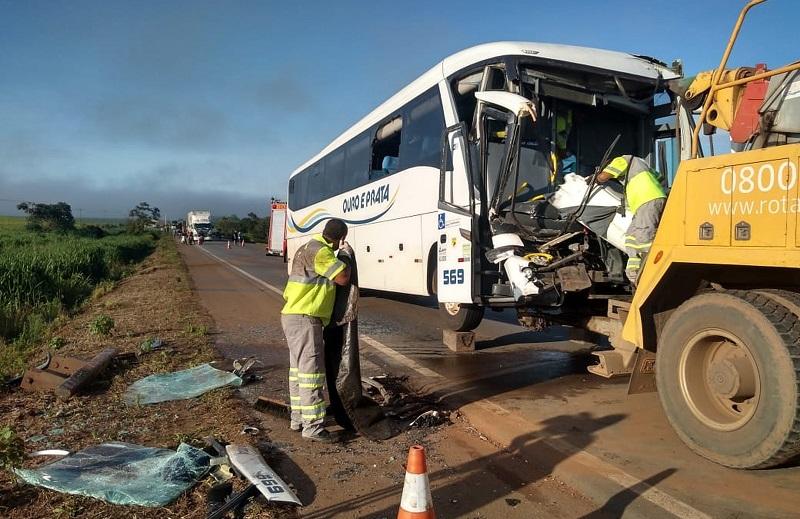 Ônibus seguia do Mato Grosso para Novo Progresso e Santarém se envolve em acidente na BR 163