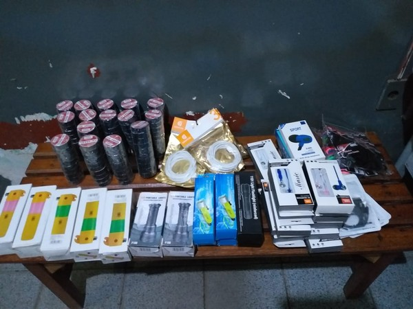 Outros produtos também estavam sendo vendidos nos comércios dos municípios — Foto: PM de Monte Alegre/Divulgação