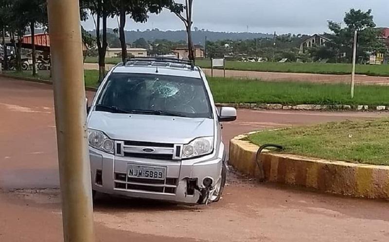 Acidente na rotatória (Foto:WhatsApp)