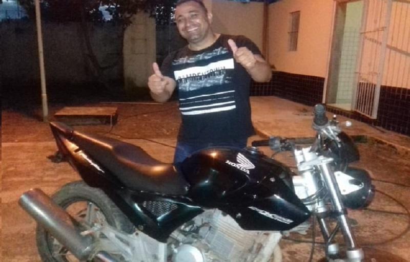 Policia Civil e Militar devolvem moto furtada ao verdadeiro dono em Castelo de Sonhos