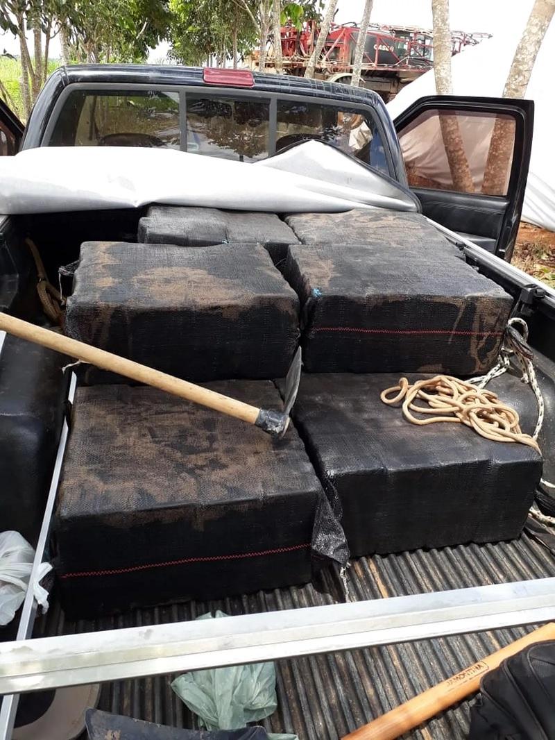 Quadrilha presa com 400 kg de droga em Comodoro — Foto: Sesp-MT/Divulgação