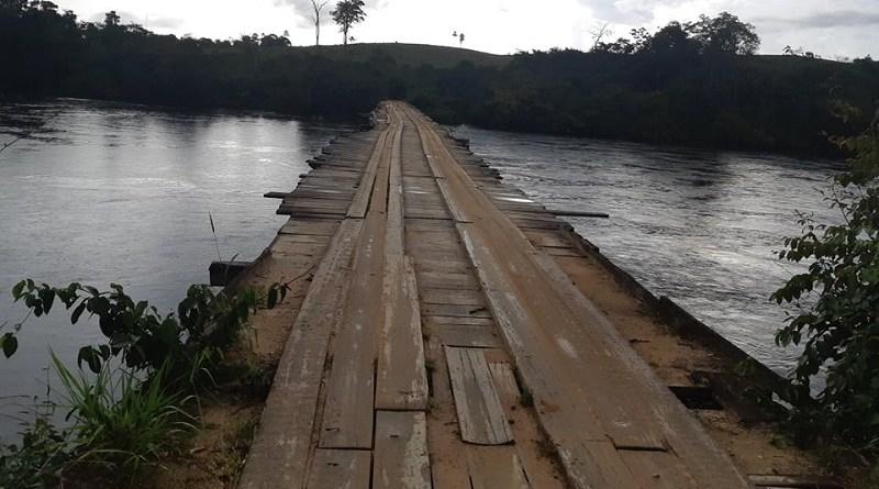 Com estrutura comprometida, ponte de madeira sobrevive as enchentes do rio jamanxim