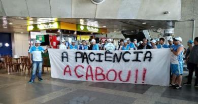pay sandu e atacado por manifestantes